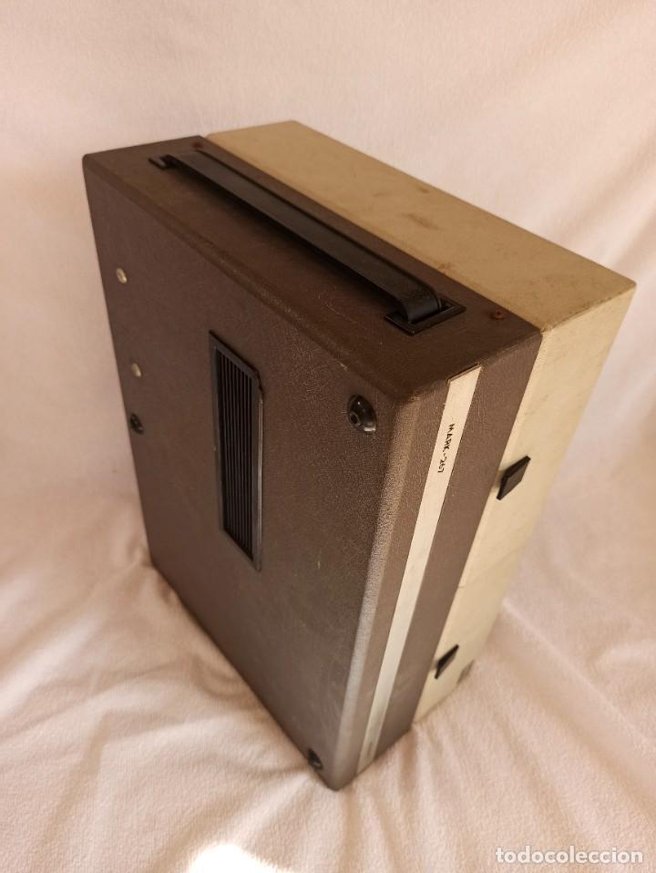 Radios antiguas: Radio - tocadiscos portátil Bettor, modelo Mark 267 - Foto 5 - 228662210