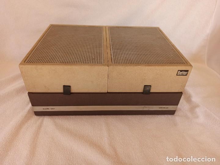 Radios antiguas: Radio - tocadiscos portátil Bettor, modelo Mark 267 - Foto 8 - 228662210