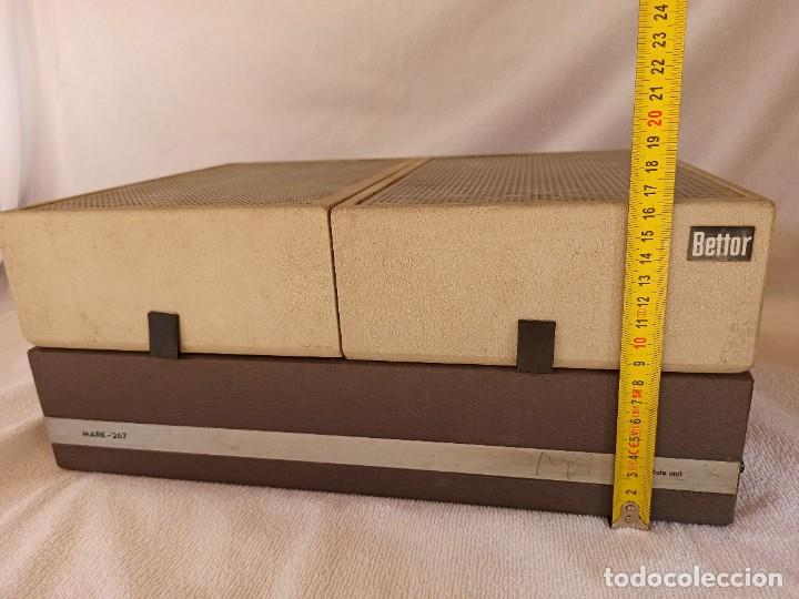 Radios antiguas: Radio - tocadiscos portátil Bettor, modelo Mark 267 - Foto 10 - 228662210