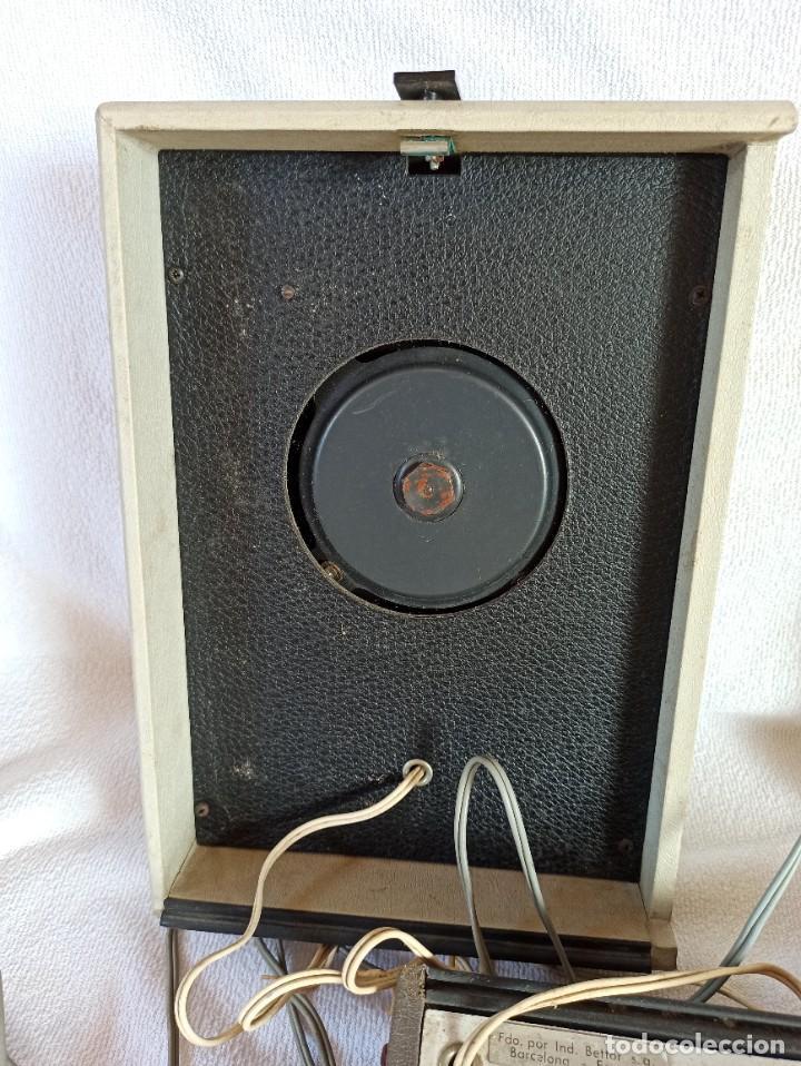 Radios antiguas: Radio - tocadiscos portátil Bettor, modelo Mark 267 - Foto 16 - 228662210