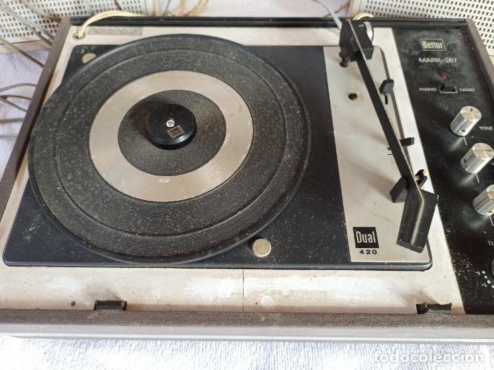 Radios antiguas: Radio - tocadiscos portátil Bettor, modelo Mark 267 - Foto 24 - 228662210