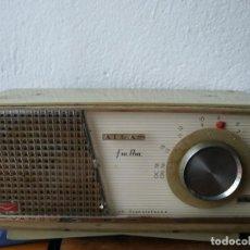Radios antiguas: RADIO VANGUARD ATLAS CON FM. Lote 228756078