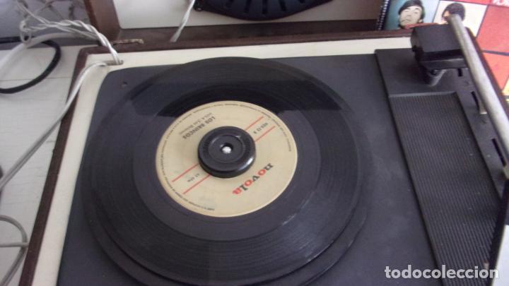 Radios antiguas: tocadiscos cosmos,años 60,funcionando,colgado video - Foto 3 - 228892090