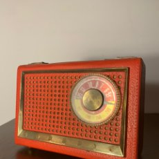 Radios antiguas: RADIO TRANSISTOR GRUNDIG BOY 59. ROJO. MADE IN WEST GERMANY. Lote 233719740