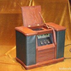 Radios antiguas: REPRODUCCIÓN DE RADIO ANTIGUA CON CASETTE PARA CINTAS.LA RADIO FUNCIONA. Lote 234375440