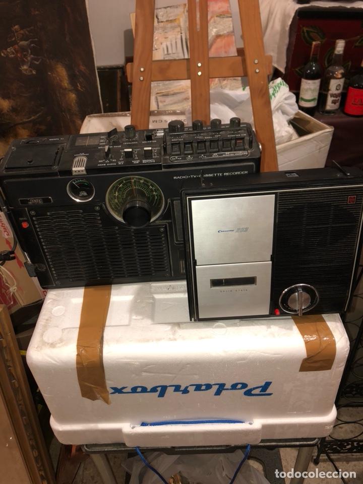 LOTE DE 2 APARATOS DE RADIO ANTIGUOS, PARA REVISAR (Radios, Gramófonos, Grabadoras y Otros - Transistores, Pick-ups y Otros)