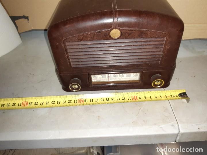 RADIO ANTIGUA BAQUELITA FUNCIONANDO 125V (Radios, Gramófonos, Grabadoras y Otros - Transistores, Pick-ups y Otros)