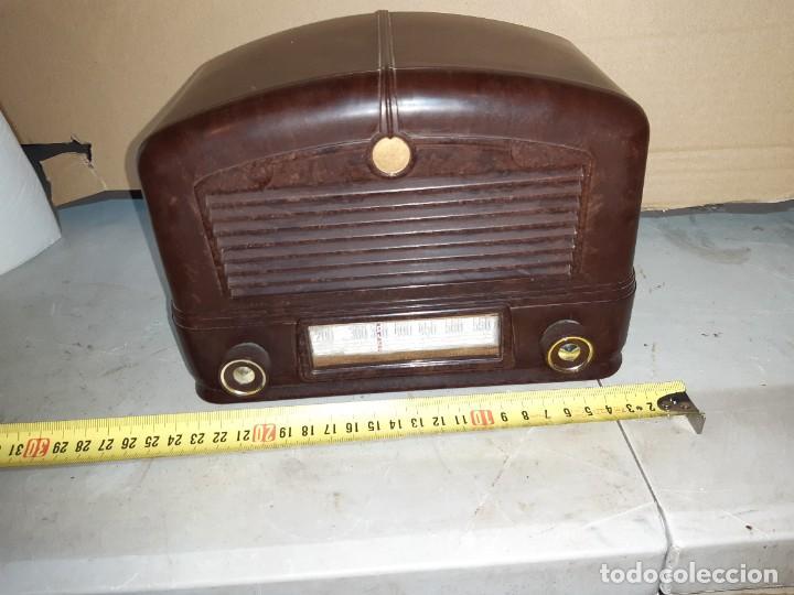 Radios antiguas: Radio antigua baquelita funcionando 125V - Foto 2 - 235211900