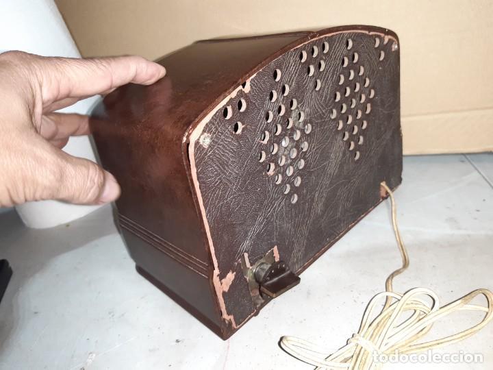 Radios antiguas: Radio antigua baquelita funcionando 125V - Foto 3 - 235211900