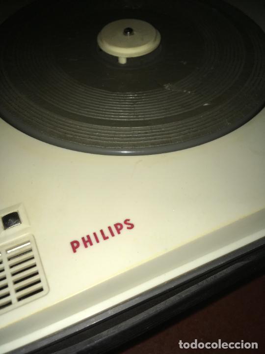 Radios antiguas: tocadiscos Philips para reparara, no está probado. como se ve en las fotos. 35 x 28 x 16 cms - Foto 2 - 235258180