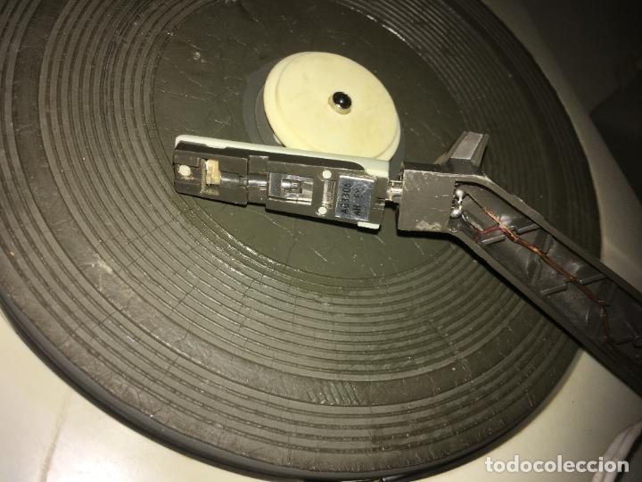 Radios antiguas: tocadiscos Philips para reparara, no está probado. como se ve en las fotos. 35 x 28 x 16 cms - Foto 4 - 235258180