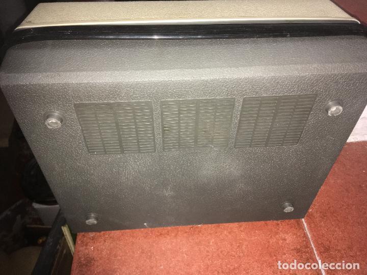 Radios antiguas: tocadiscos Philips para reparara, no está probado. como se ve en las fotos. 35 x 28 x 16 cms - Foto 8 - 235258180