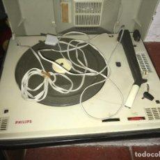 Radios antiguas: TOCADISCOS PHILIPS PARA REPARARA, NO ESTÁ PROBADO. COMO SE VE EN LAS FOTOS. 35 X 28 X 16 CMS. Lote 235258180