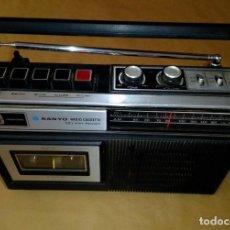 Radios antiguas: RADIO CASSETE SANYO AÑOS 70. Lote 235623345