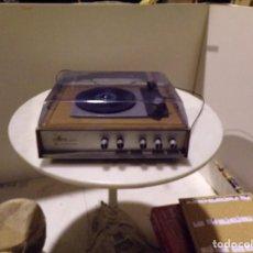 Radios antiguas: TOCADISCOS VINTAGE MARCA COSMO MODELO 3501 FUNCIONANDO Y BUEN ESTADO. Lote 236173150