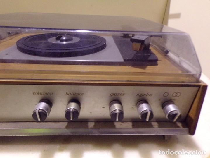 Radios antiguas: tocadiscos vintage marca cosmo modelo 3501 funcionando y buen estado - Foto 3 - 236173150