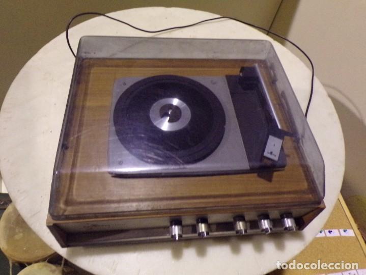 Radios antiguas: tocadiscos vintage marca cosmo modelo 3501 funcionando y buen estado - Foto 4 - 236173150