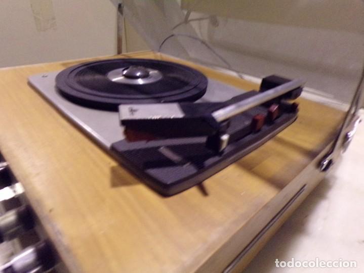 Radios antiguas: tocadiscos vintage marca cosmo modelo 3501 funcionando y buen estado - Foto 6 - 236173150