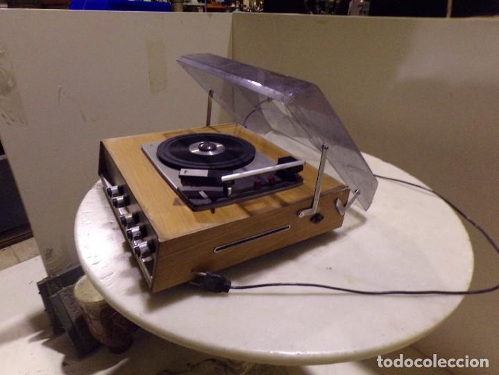 Radios antiguas: tocadiscos vintage marca cosmo modelo 3501 funcionando y buen estado - Foto 7 - 236173150