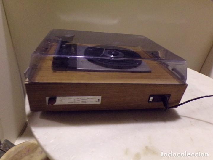 Radios antiguas: tocadiscos vintage marca cosmo modelo 3501 funcionando y buen estado - Foto 9 - 236173150