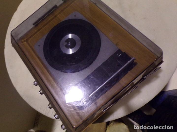 Radios antiguas: tocadiscos vintage marca cosmo modelo 3501 funcionando y buen estado - Foto 13 - 236173150