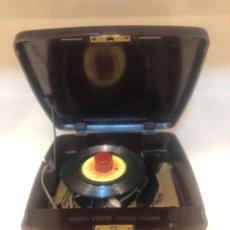 Radios antiguas: TOCADISCOS VÁLVULAS RCA VICTOR. Lote 240082840