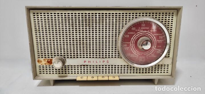 RADIO PHILIPS AÑOS 60. NO PROBADA. (Radios, Gramófonos, Grabadoras y Otros - Transistores, Pick-ups y Otros)