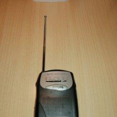Radios antiguas: RADIO TRANSISTOR PHILIPS FUNCIONA PILAS. Lote 243896985
