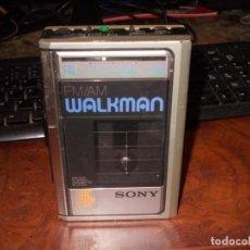 Radio antiche: WALKMAN SONY FM/AM STEREO CASSETTE PLAYER WM-F31, TENIA PILAS QUE SOLTARON ÁCIDO, SIN PROBAR CON CAR. Lote 244006885