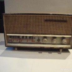 Radios antiguas: TRANSISTOR VANGUARD MADERA PIEZAS O RESTAURAR. Lote 244179805