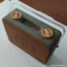 Radios antiguas: RADIO PORTATIL COSSOR (LONDON) AÑOS 40 O 50 EN BUEN ESTADO - ESPACIO EN EL INTERIOR PARA BATERÍAS. Lote 244703025