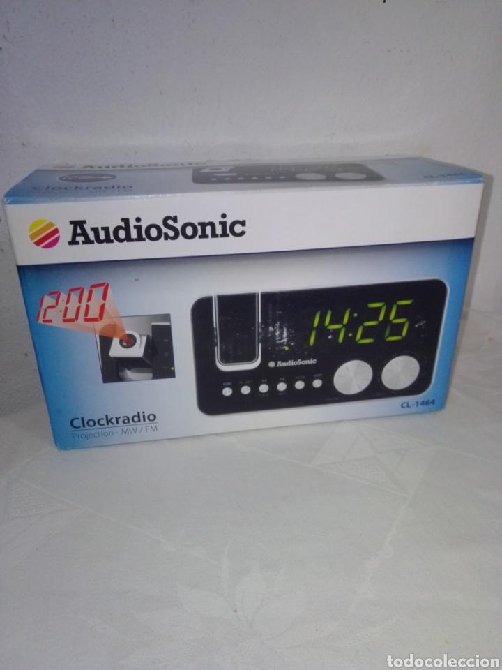 Radios antiguas: Radio despertador audio sonic con proyector nuevo en su caja - Foto 2 - 245093150