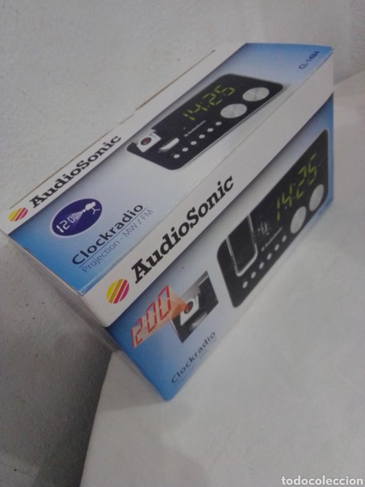Radios antiguas: Radio despertador audio sonic con proyector nuevo en su caja - Foto 3 - 245093150
