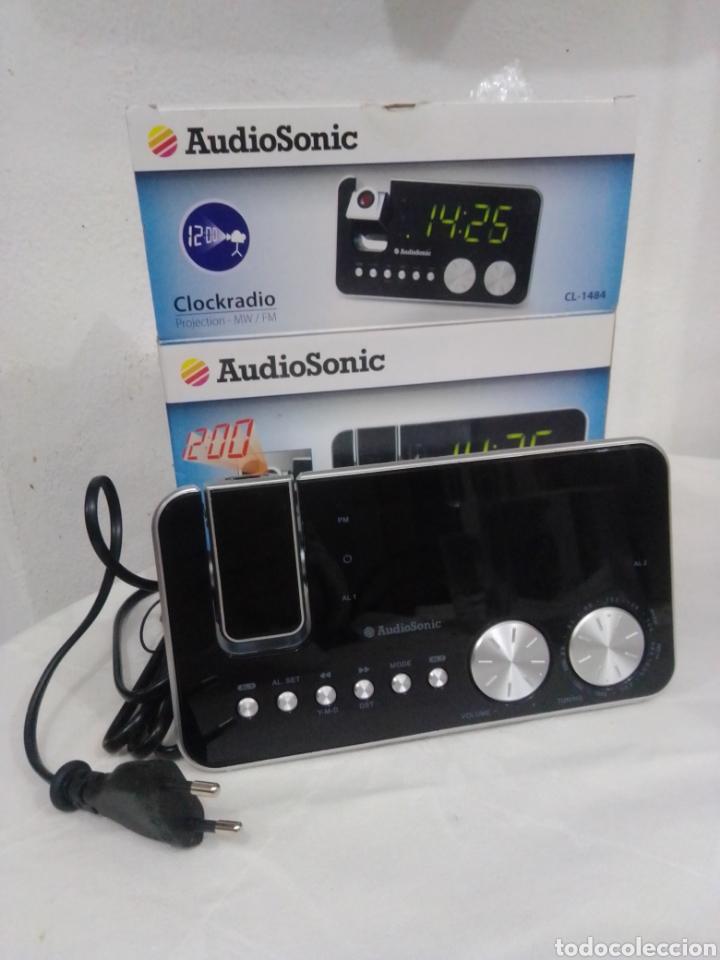 RADIO DESPERTADOR AUDIO SONIC CON PROYECTOR NUEVO EN SU CAJA (Radios, Gramófonos, Grabadoras y Otros - Transistores, Pick-ups y Otros)