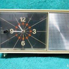 Radios antiguas: RADIO TRANSISTOR CON RELOJ DESPERTADOR. Lote 245097900