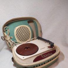 Radios antiguas: ANTIGUO TOCADISCOS MCA. ETOILE, DE MALETA. AÑOS 50. Lote 245217675