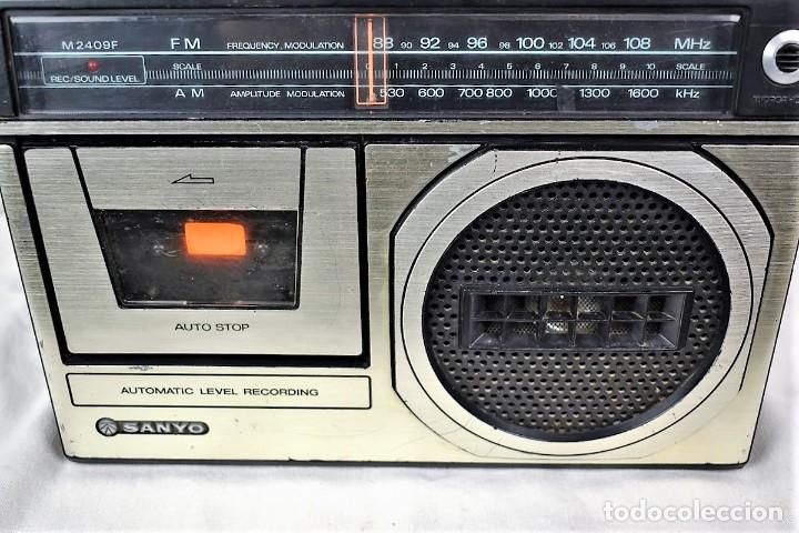 Radios antiguas: Radio cassette Sanyo M-2409F año 1978 - Foto 3 - 245472365