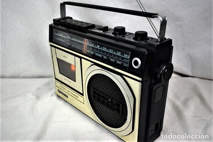 Radios antiguas: Radio cassette Sanyo M-2409F año 1978 - Foto 4 - 245472365