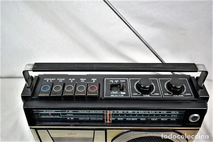 Radios antiguas: Radio cassette Sanyo M-2409F año 1978 - Foto 6 - 245472365
