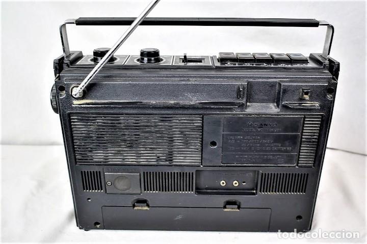 Radios antiguas: Radio cassette Sanyo M-2409F año 1978 - Foto 7 - 245472365