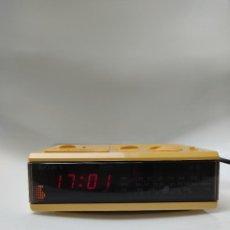 Radios antiguas: RADIO DESPERTADOR VINTAGE. Lote 246137300