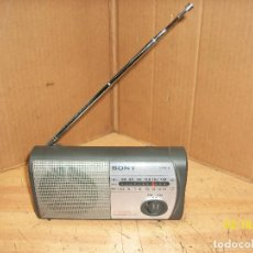 Radios antiguas: RADIO SONY MODELO ICF 303-FUNCIONA. Lote 248815300