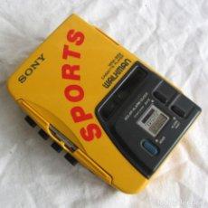 Radios antiguas: WALKMAN SONY SPORTS WM-B52, FUNCIONANDO. Lote 252106985