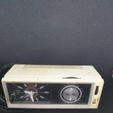 Rádios antigos: ANTIGUA RADIO CON RELOJ. Lote 253667230