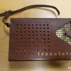 Radios Anciennes: TRANSISTOR RADIO MUY ANTIGUO . CON SU FUNDA .. Lote 254148015