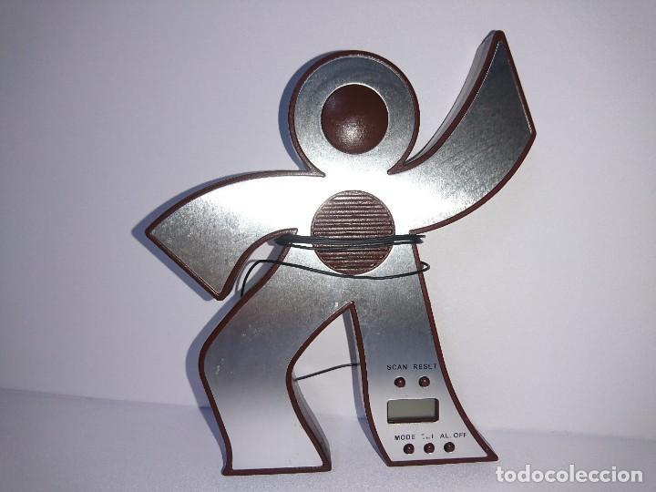 RADIO TRANSISTOR MUÑECO (Radios, Gramófonos, Grabadoras y Otros - Transistores, Pick-ups y Otros)