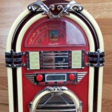 Radios antiguas: CD+RADIO TIPO VINTAGE -COCA-COLA- JUKE BOX LUZ JUKEBOX -GRAMOLA COCACOLA MAQUINA. Lote 255358230