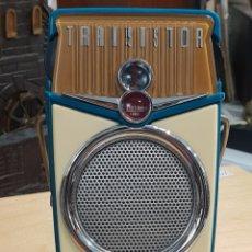 Radios antiguas: ANTIGUA RADIO TRANSISTOR EN PASTA, BEACH BOY. FM RADIO. FUNCIONA. MIDE 13 X 7 CM.. Lote 255996165