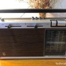 Radios antiguas: RADIO PHILIPHS VINTAGE AÑOS 70. Lote 257815705