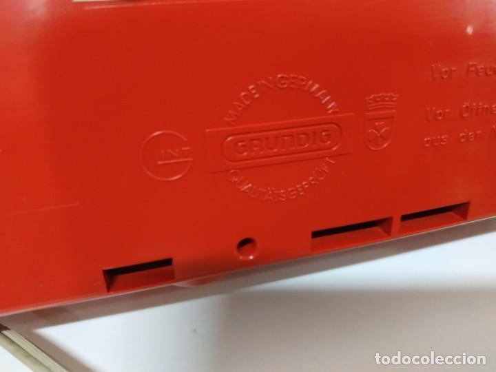 Radios antiguas: RADIO DESPERTADOR GRUNDIG AÑOS 70 aparato Alemán - Foto 2 - 262910680